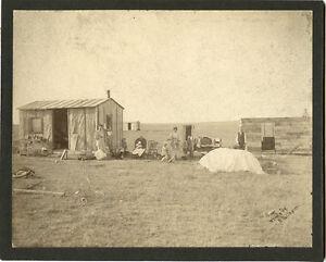MIGRANT FAMILY POSE BY THEIR LOG CABIN, SOUTH DAKOTA ? ORIGINAL ca 1910's PHOTO