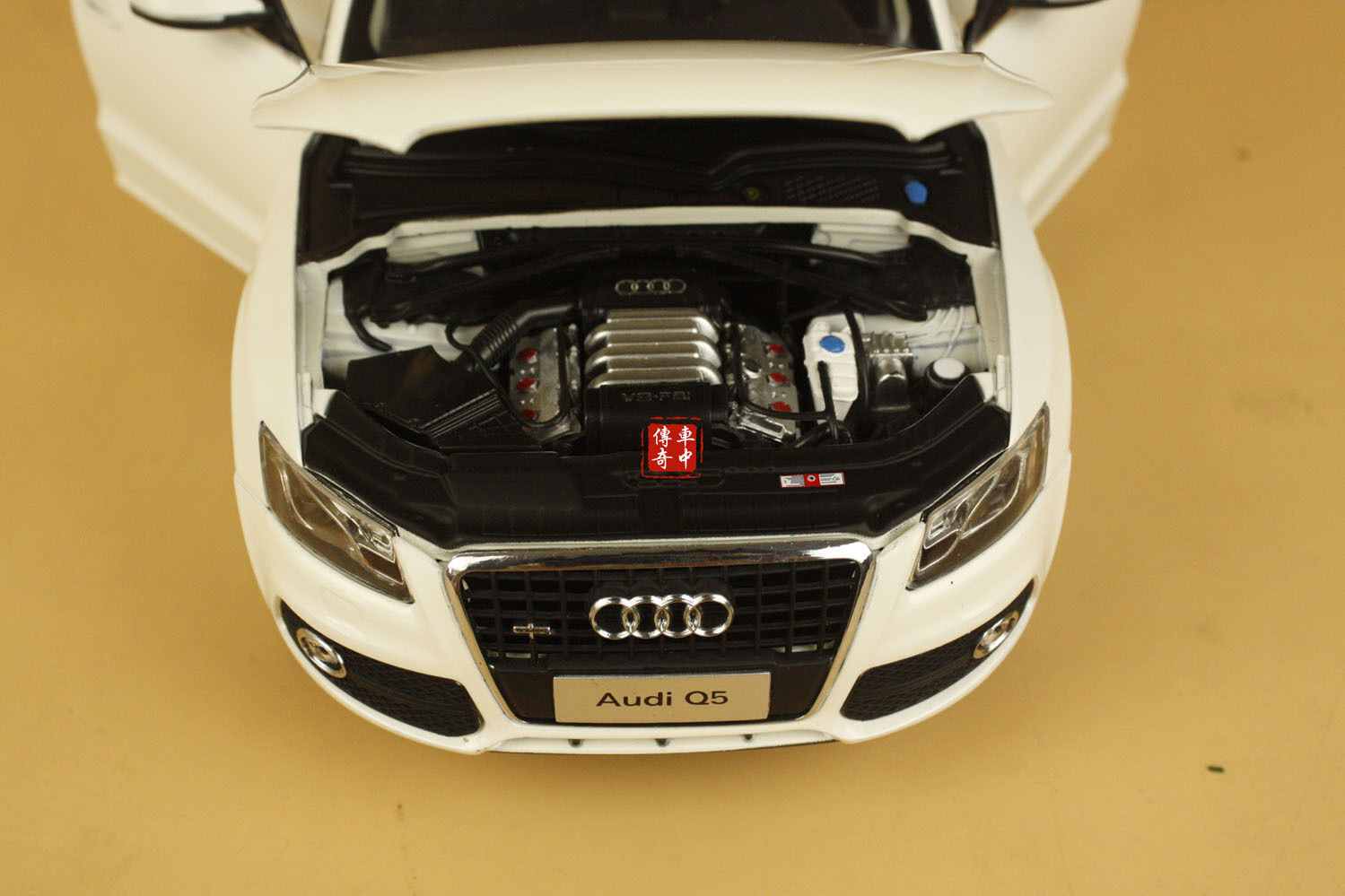 1 18 2011 Audi Q5 with sunroof sunroof sunroof WHITE COLOR + gift ee172e