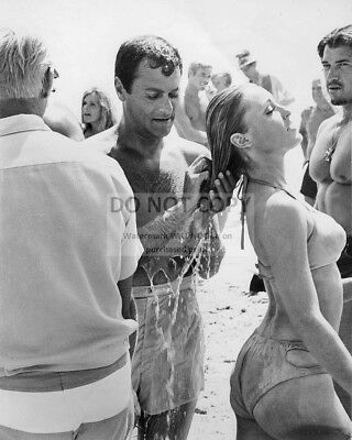 """8X10 PUBLICITY PHOTO ZY-185 TONY CURTIS /& SHARON TATE IN /""""DON/'T MAKE WAVES/"""""""