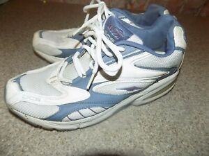 AVIA DCS WOMENS SIZE 8 WHITE AND BLUE