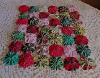 Yo Yo Mini Quilt Or Table Topper In Christmas Fabric