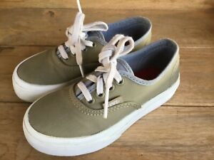 VANS OFF THE WALL CLASSIC LACE UP SHOE