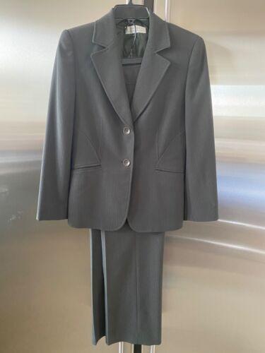 TAHARI Women 2 Piece MILITARY GREEN Pants Suit Siz