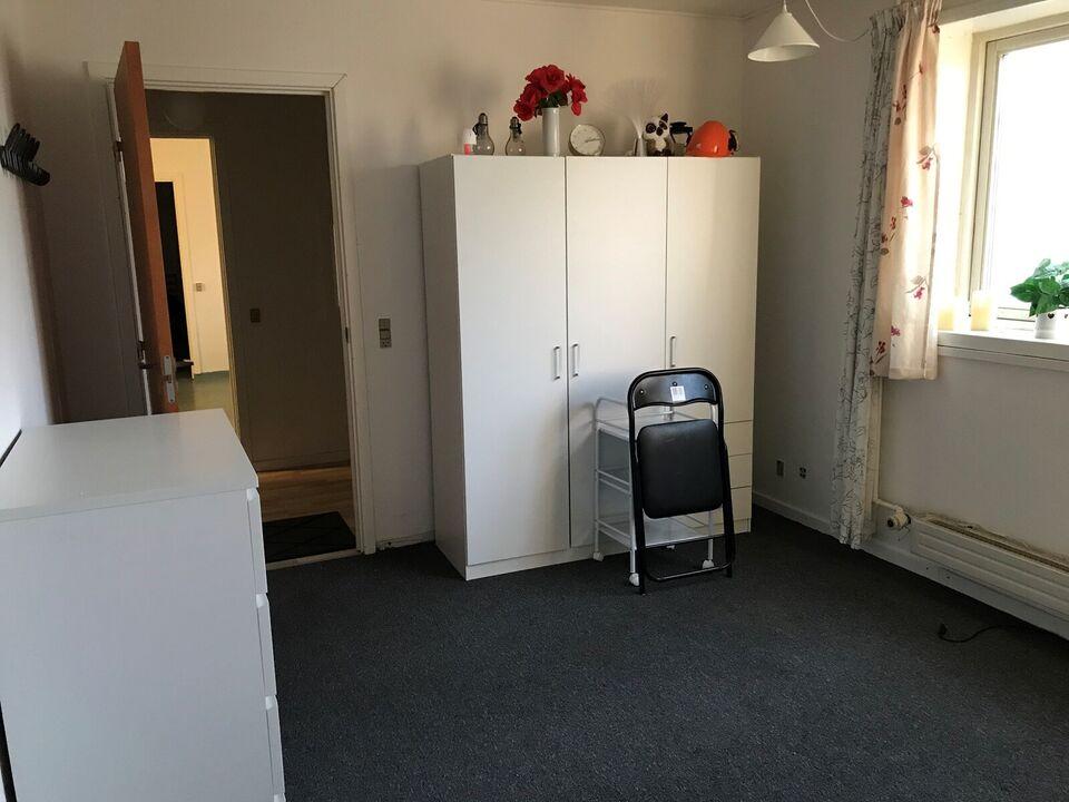 4880 4 vær. lejlighed, 125 m2 Stueplan, 12000 i depositum