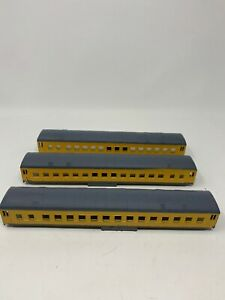 Ho-Scale-Passenger-Train-Car-Shell-with-Door-Lot-3-Union-Pacific-SHELL-ONLY-N2