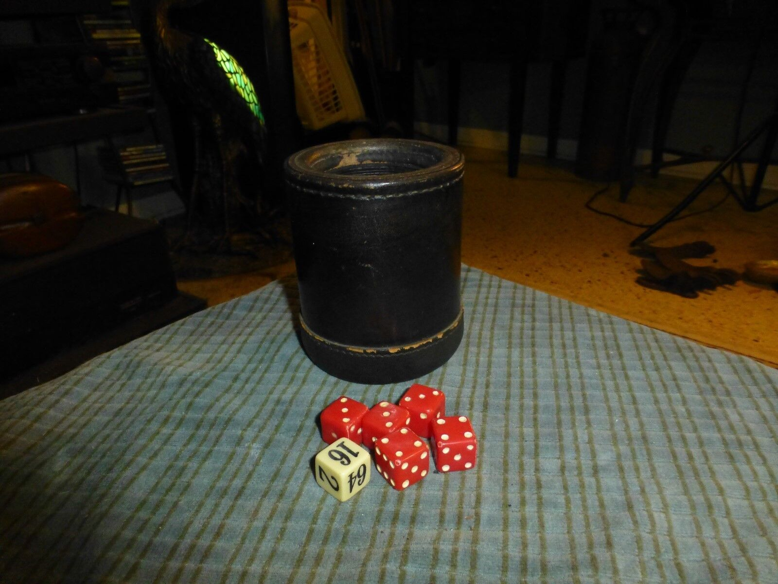 Vintage LEATHER DICE GAME CUP W  6 DICE VG