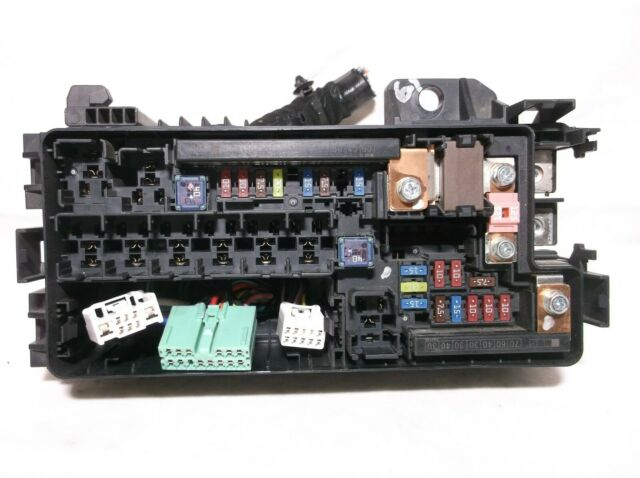 13  2 4l   Engine Bay   Fuse   Relay   Box