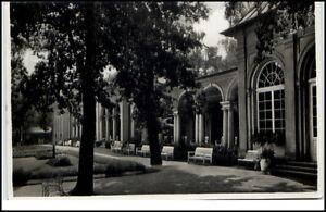 Bad Steben Bayern Postkarte 1937 gelaufen Partie an der Wandelhalle Anlagen