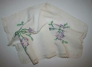 Embroidered-Lace-Edge-Vintage-Mat