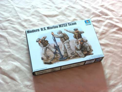Trumpeter 00423  DIY Model Modern U.S.Marine M252 Team Vehicle Soldier 1 35