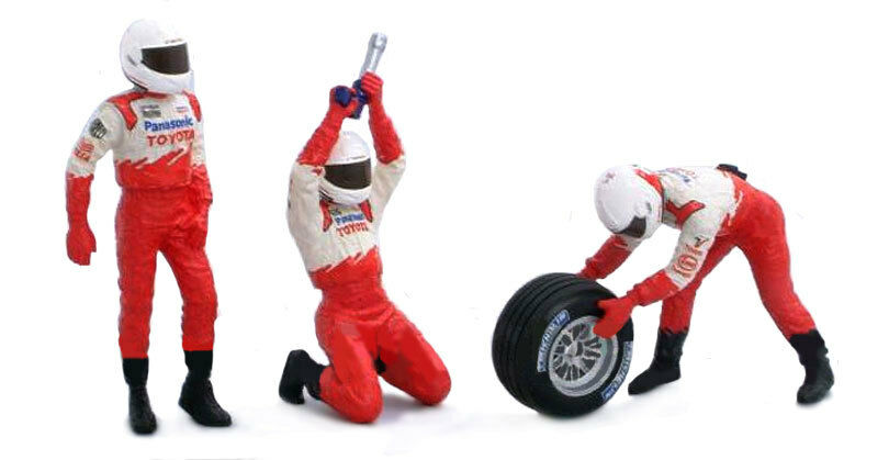 Minichamps Toyota Formula 1 circa2002 1 43 Scale Mechanic Front Tyre Change Set