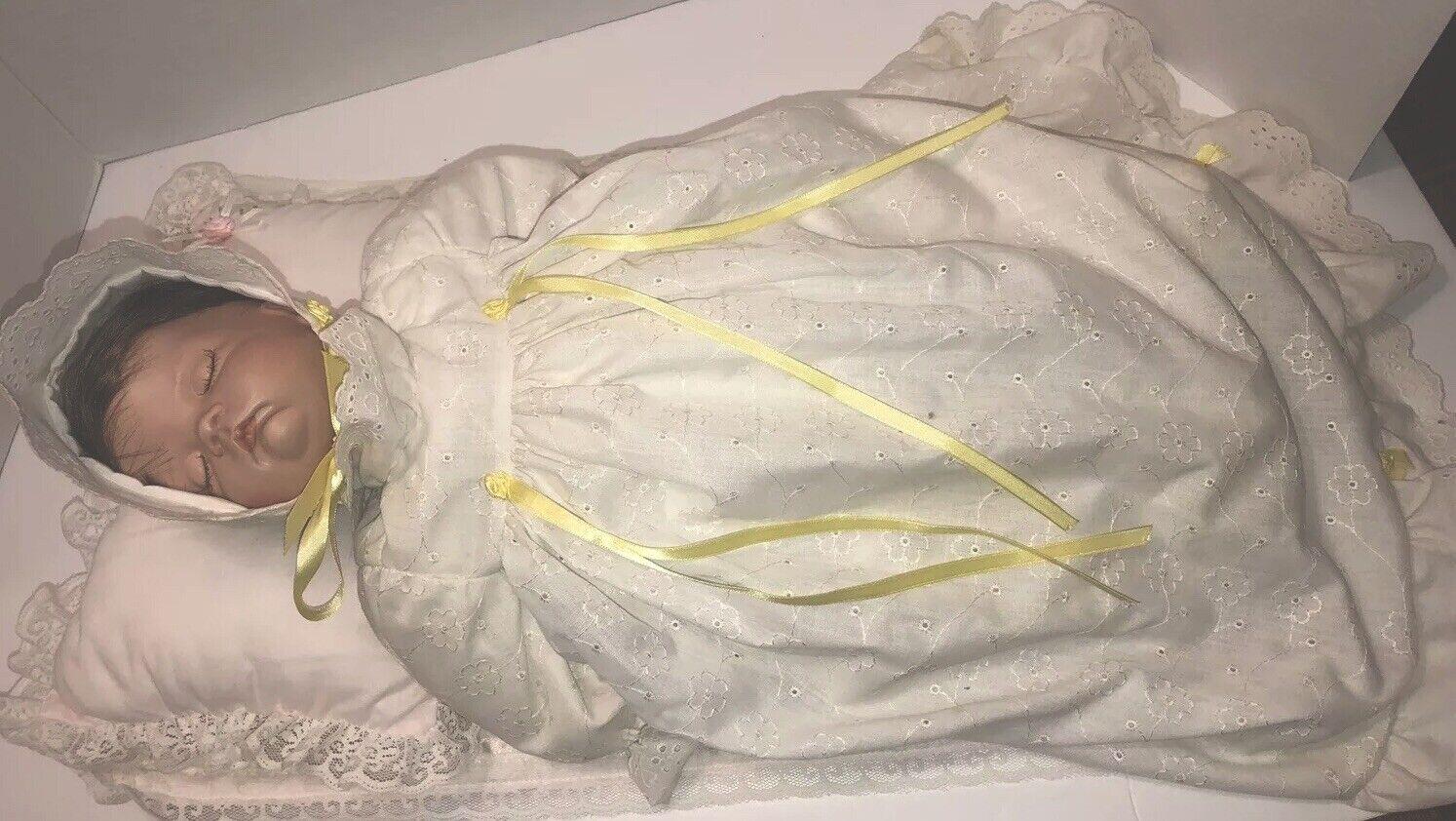 Porcelana Vintage Muñeca bebé recién nacido Antiguo Con Almohada Y Manta