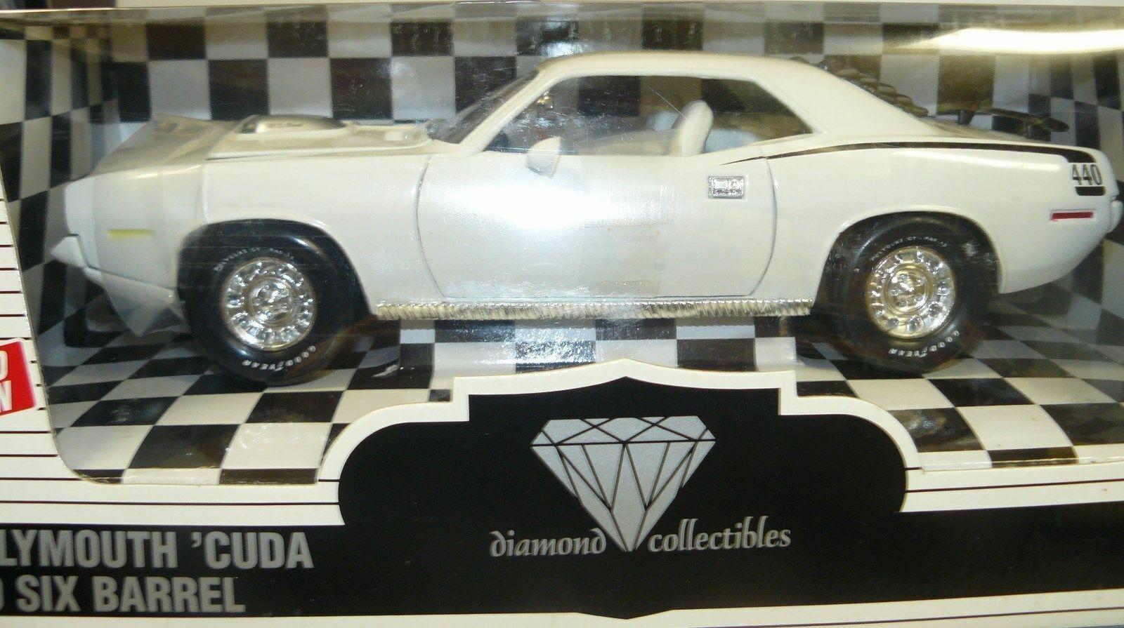 1 18  1970 Cuda, 440 six barrel,  Alpine White, Diamond Collectibles i