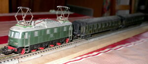 Train Märklin Échelle Ho Référence 3024 E1835 Br Elektrolok Wagons Voyageurs