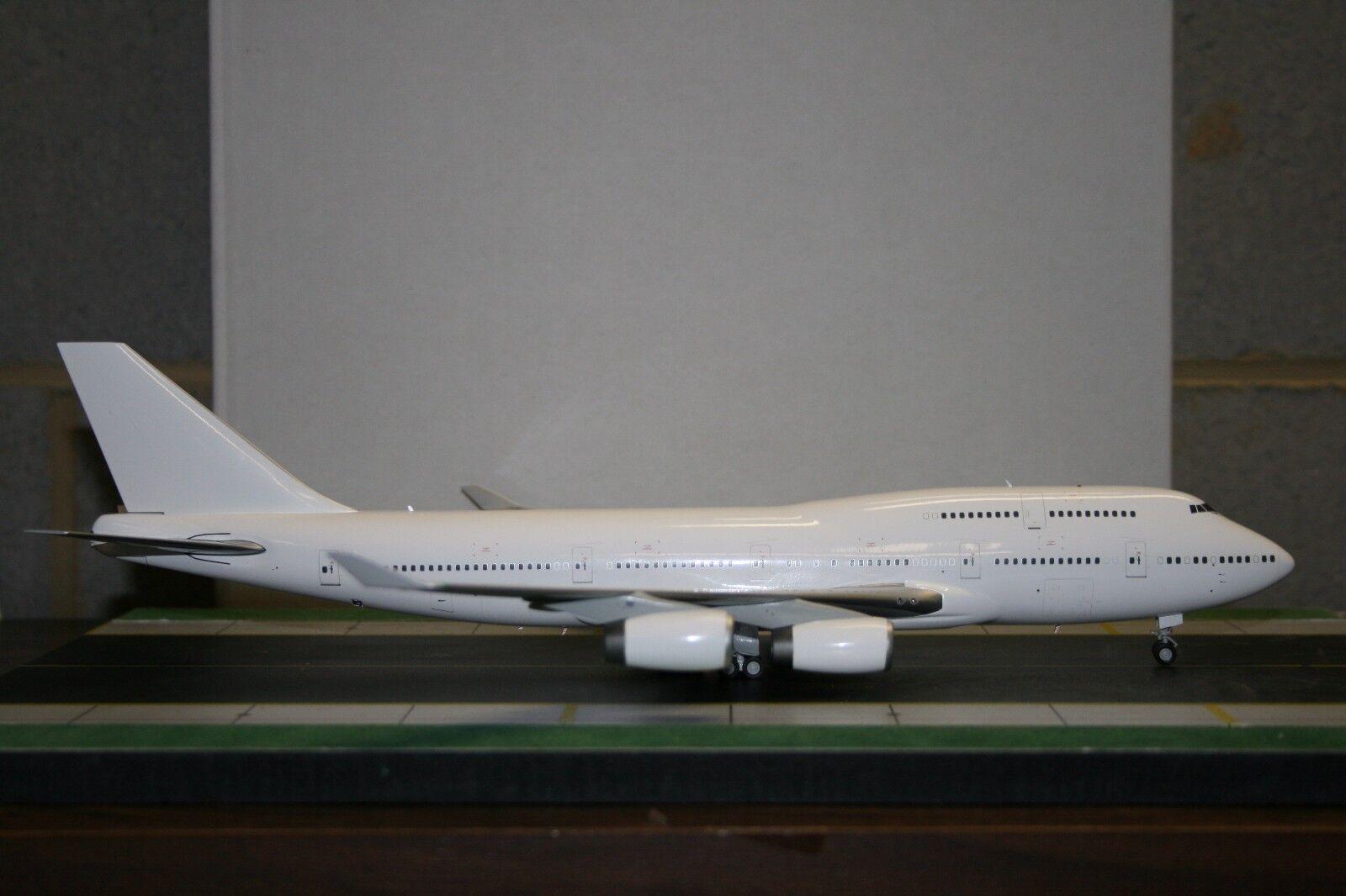 Jc Wings 1 200 en biancao Boeing 747-400 Rolls Royce (RR)' (XX2950) Modelo De Fundición