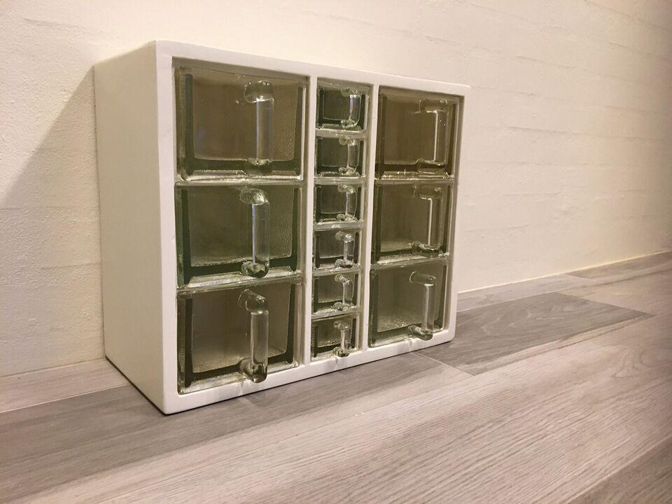 Skuffedarium m/ glasskuffer