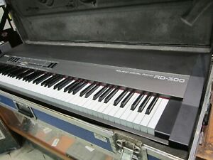 Roland-RD-300-Digital-Piano-With-Hard-Travel-Case