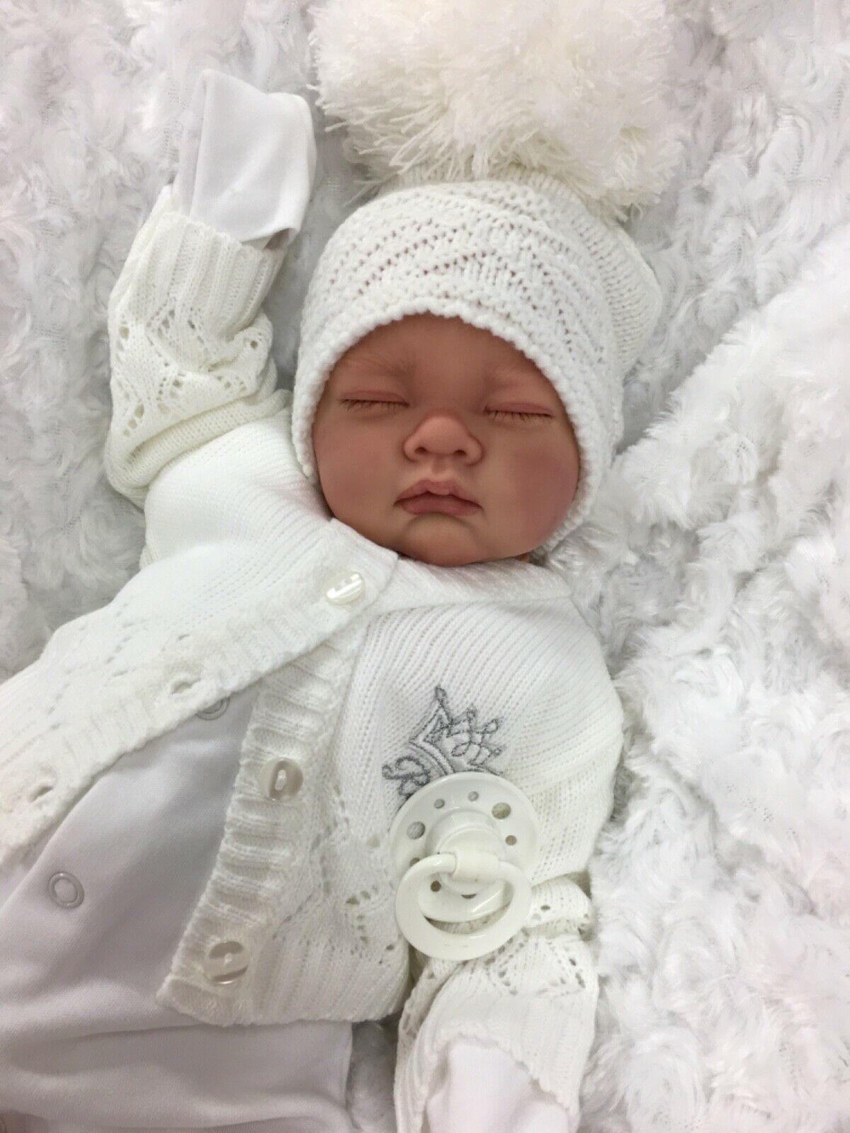 REBORN GIRL/BOY WHITE OUTFIT BOBBLE HAT CARDIGAN BG WITH DUMMY S