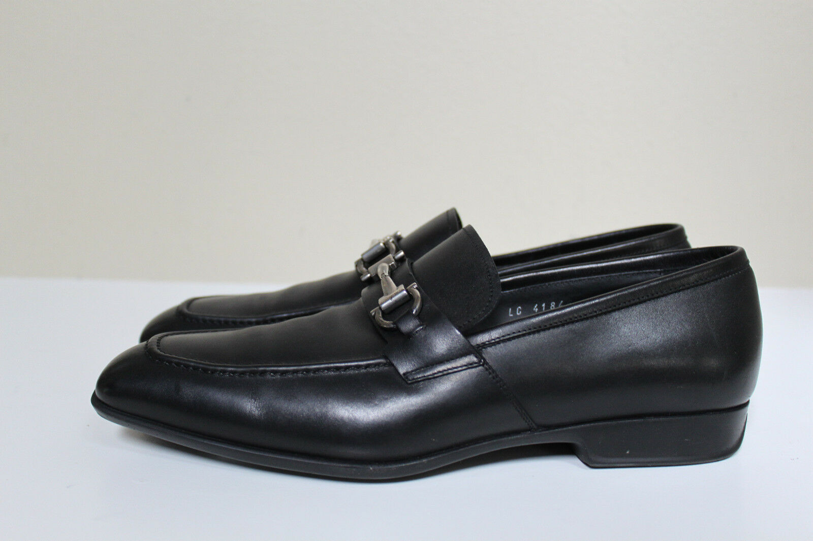 Sz 8 D SALVATORE FERRAAGAMO Bit Logo nero Leather Lofer Slip Moccasin Men Scarpe