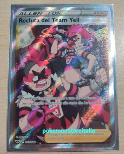Carta Pokemon RECLUTA DEL TEAM YELL 202//202 V FULL ART SPADA E SCUDO IN ITALIANO