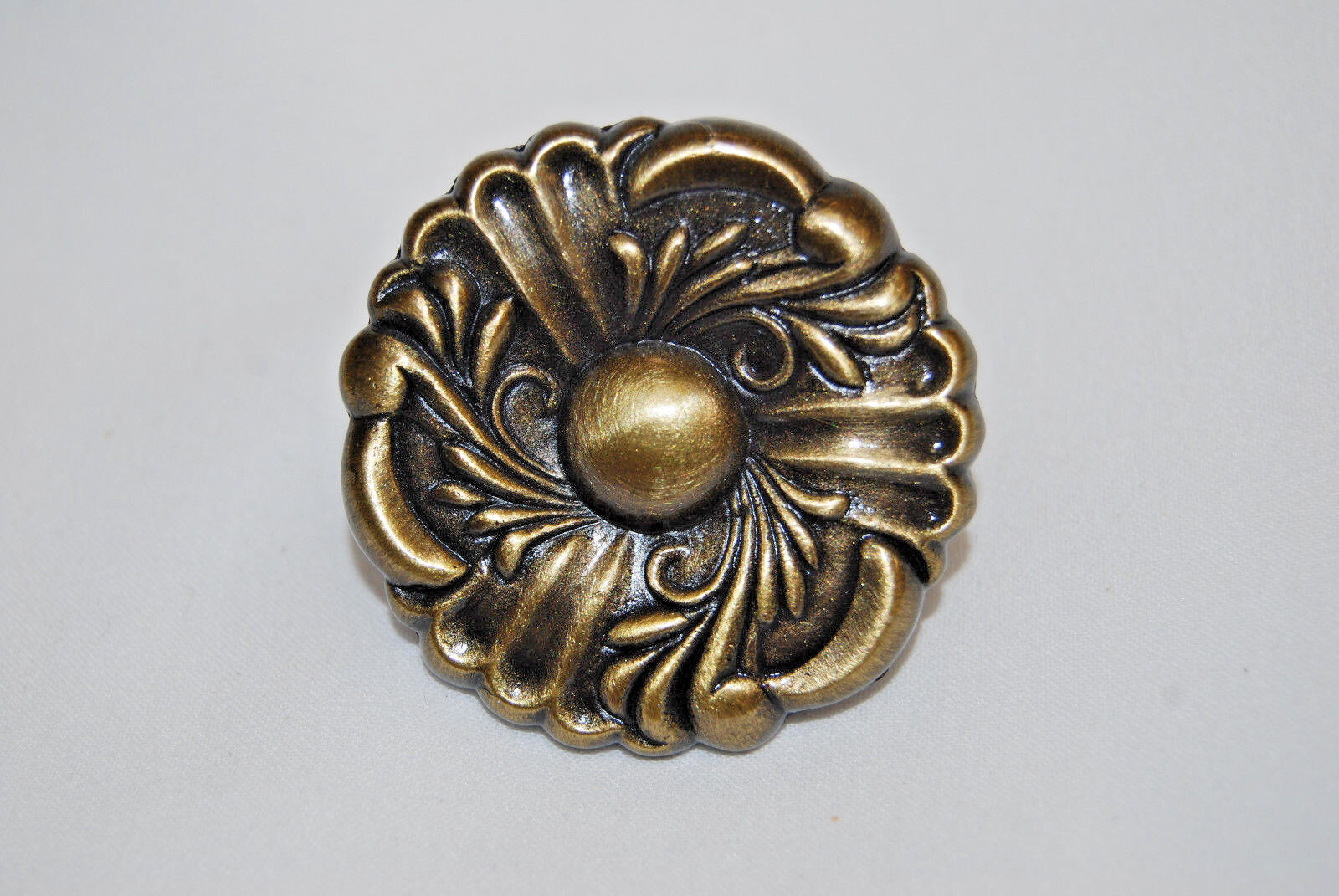 Cabinet Knobs Ultra Hardware  41655 Antique Brass 1 3 8   Box of 25 S7040