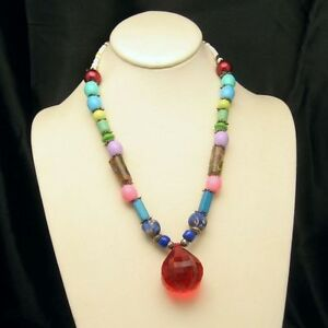 Vintage-Necklace-Red-Lucite-Pendant-Mid-Century-Glass-Acrylic-Colored-Beads