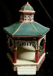 1993 Lemax Dickensvale Collectibles Christmas Village Porcelain Gazebo - Nice!!
