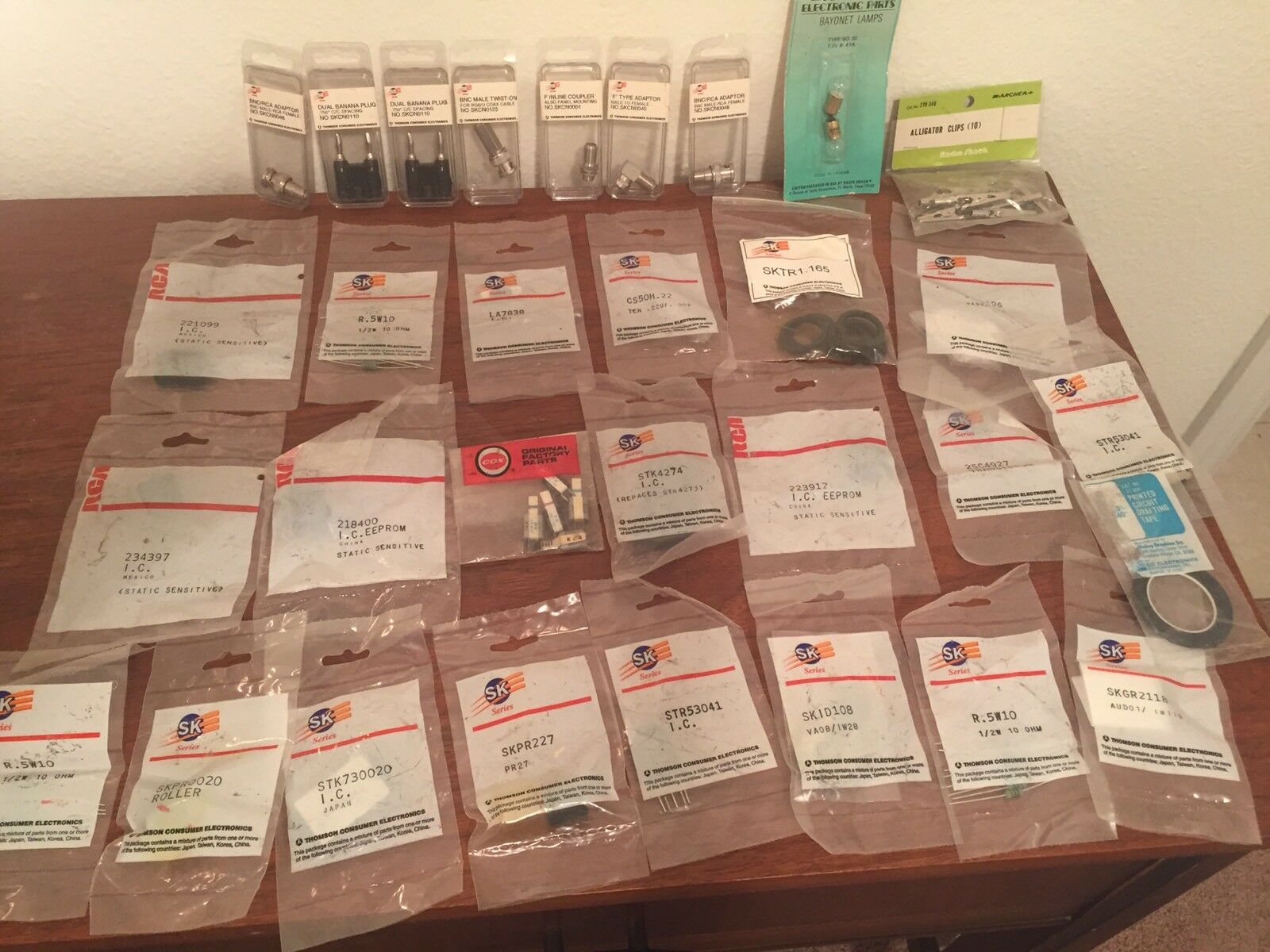Huge Lot Of Integrated Circuits, Diodes, Banana Plugs, Coax Adapters Adapters Adapters & Misc 4b0e97