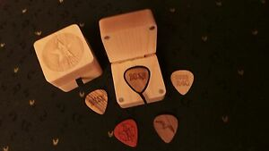 NEW-RUSH-COLLECTIBLE-R40-TOUR-2015-SET-OF-4-WOODEN-PICKS-IN-WOOD-CASE