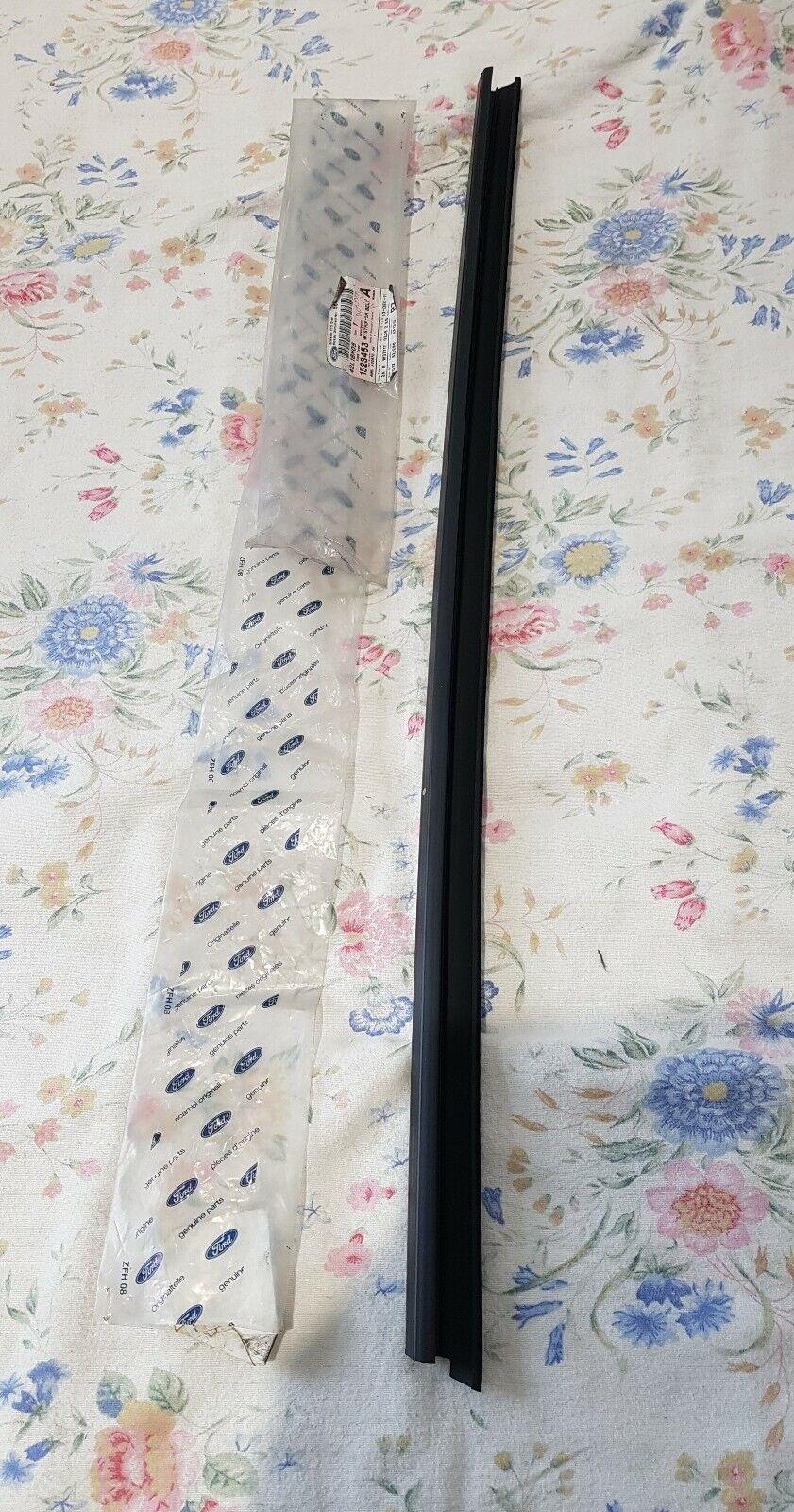 Left Genuine Hyundai 82231-24A00 Interior Door Belt Weatherstrip Front
