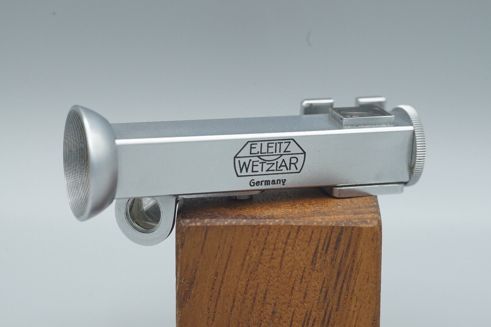 Leica WINTU Right Angled Shoe Mount Viewfinder