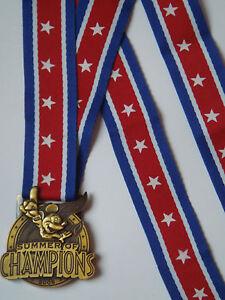 Laniere-pins-medaille-bronze-MICKEY-Summer-Of-Champions-WALT-DISNEY-WORLD-NEUVE