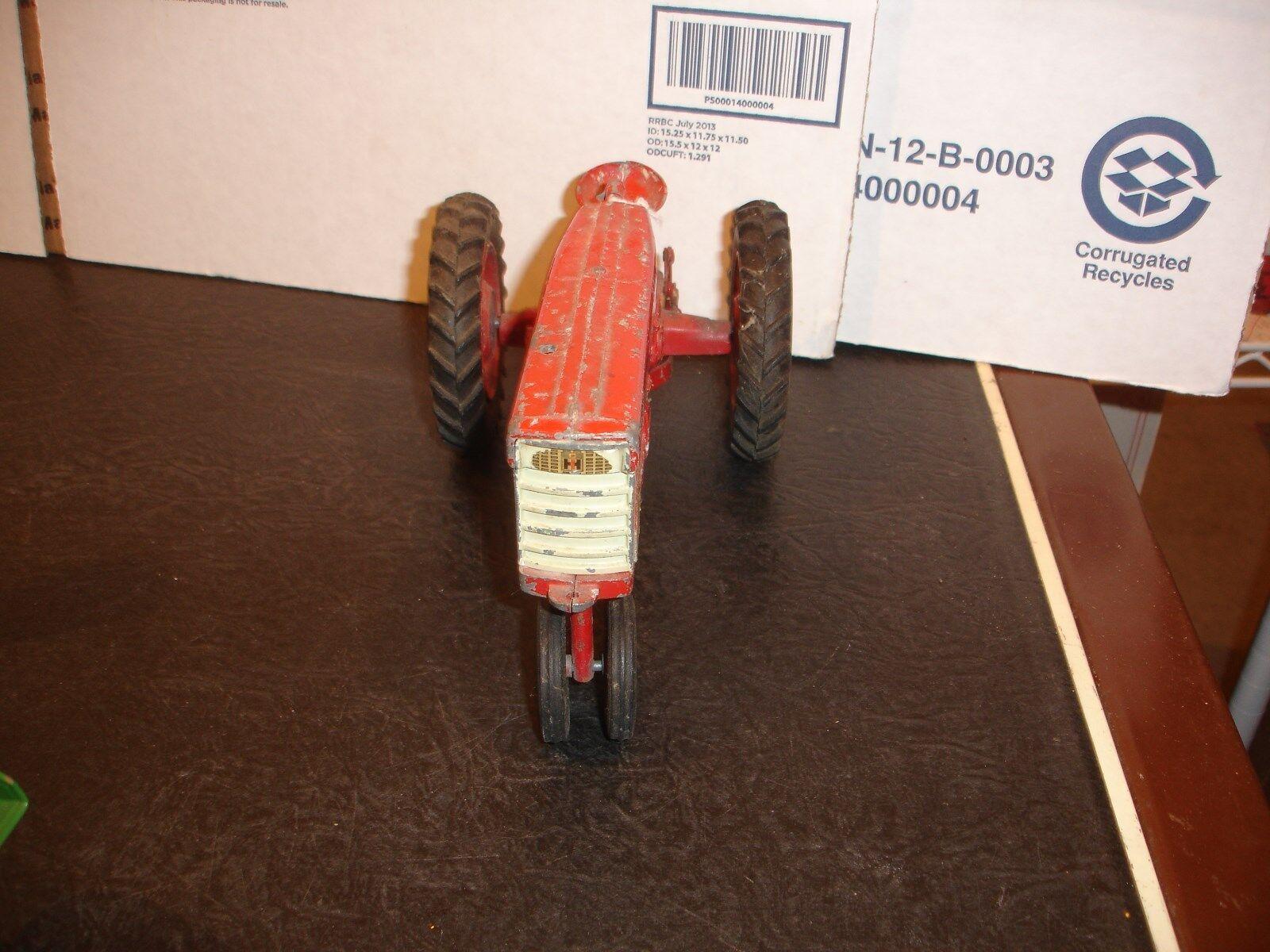 ventas en línea de venta 1 16 Tractor de Juguete Juguete Juguete de punto internacional 560 2  al precio mas bajo