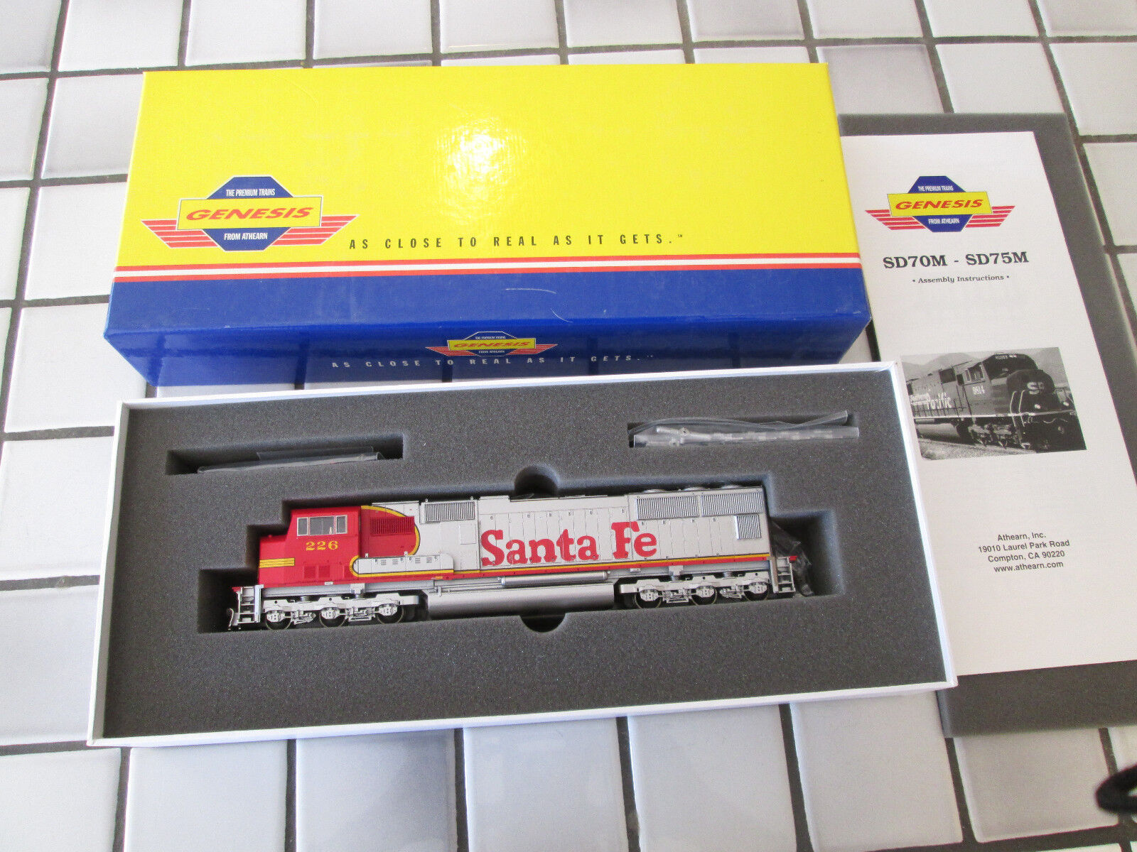 Athearn genesis SANTA FE SD75M powered engine HO scale
