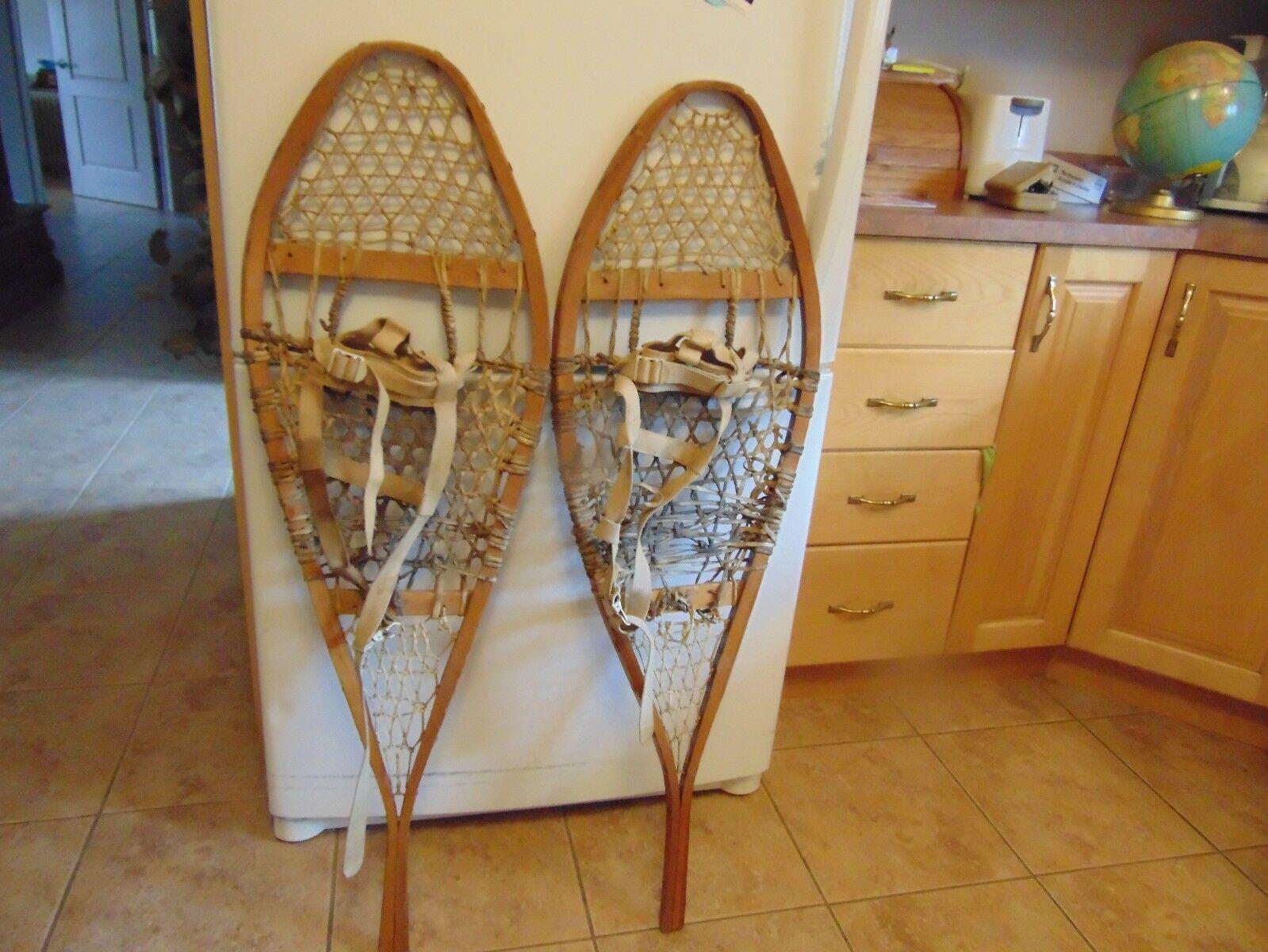 Vintage  snowshoe   nice    13 x  42   nice