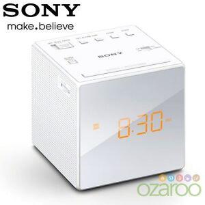 SONY-FM-AM-Moderno-Piccolo-Cubo-Radiosveglia-con-allarme-e-snooze-Bianco-ICF-C1