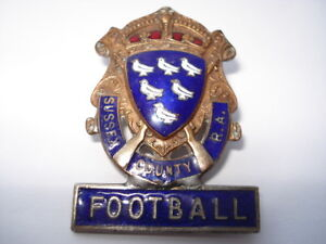 C1930S-VINTAGE-SUSSEX-COUNTY-RIFLE-ASSOCIATION-FOOTBALL-ENAMEL-PIN-BADGE
