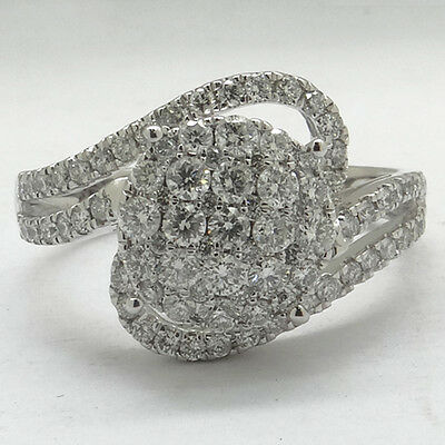 2027024. *Fine Jewelry 14 kt. White Gold, 0.80CT Round Cut Diamond Ring (Q... Lot 2027024