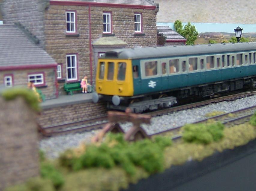 OO gauge modello modello modello Railway Layout Two Sections 5 1 2ft x 17.5  DC or DCC - Goathle af25f0