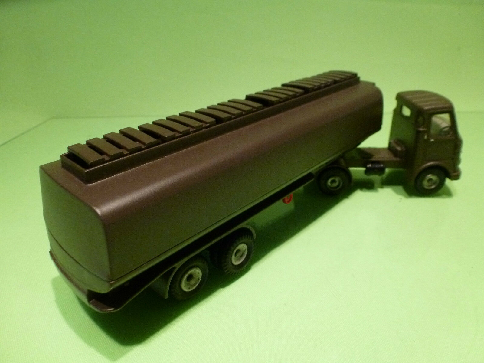 DINKY TOYS  - - - 945  AEC TANKER  - ARMY MILITARY  - CODE 3 RESTORED CONDITION ebbb05