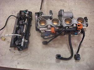 06-07-Yamaha-R6R-Throttle-Bodies-Both-Fuel-Rails-8-Injectors-Ign-Harness-2498
