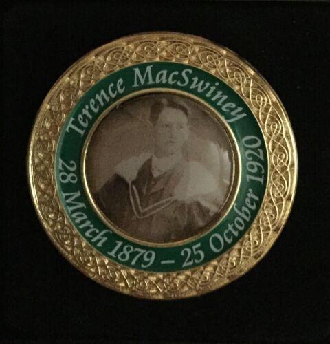 Terence MacSwiney,Irish Republican Mayor Cork,died on Hunger Strike CASED BADGE