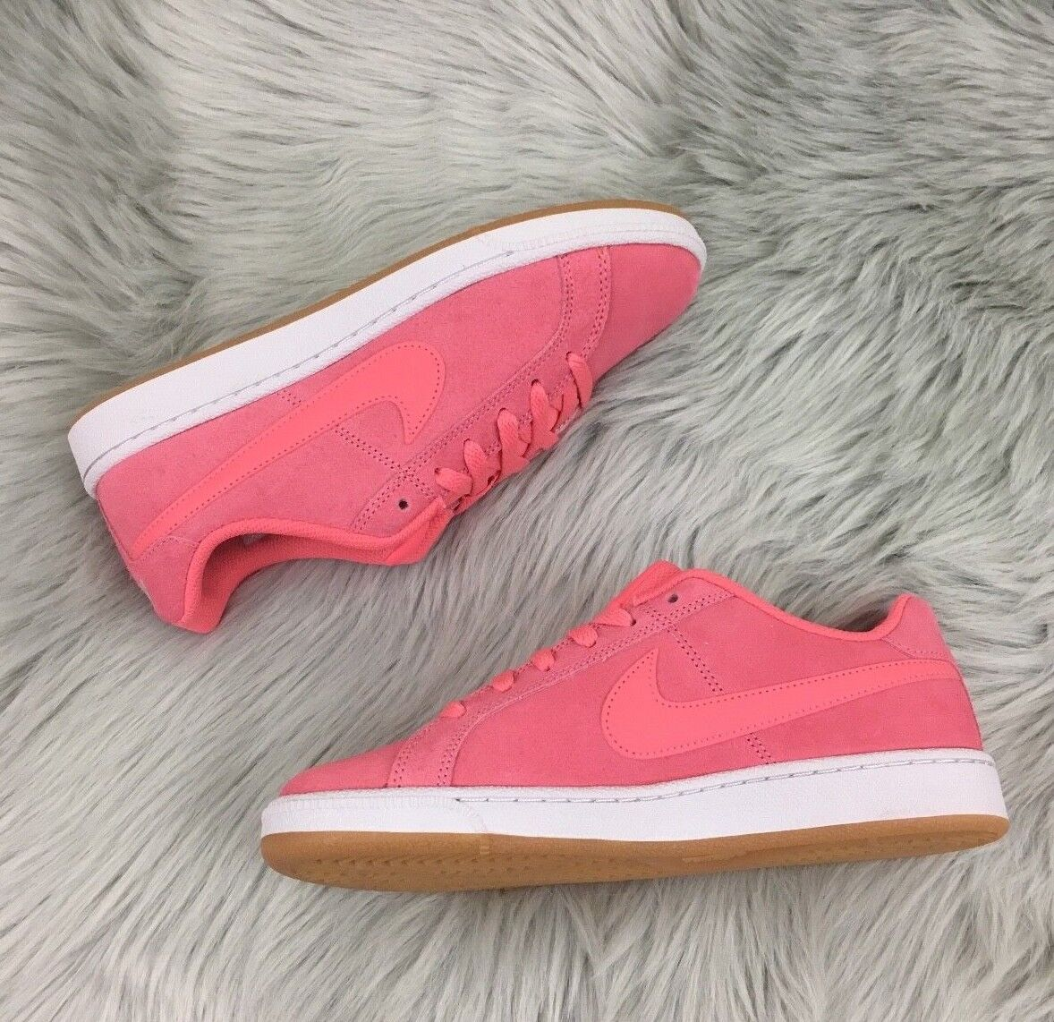 New Nike Court Royale Suede Turnschuhe (US Größe 7)