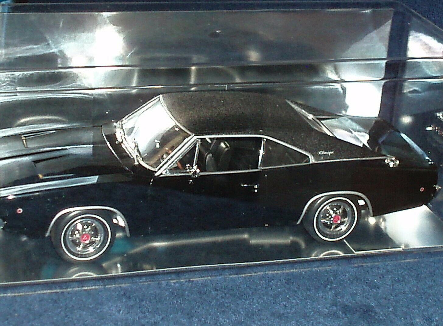 Ertl 1968 Dodge Cargador 440 Magnum 1 18 Bullit nero W panDimensione caso