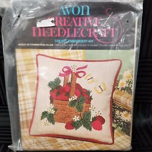 Avon-Crewel-Embroidery-Pillow-Kit-Basket-Of-Strawberries-Sealed-14-034-X-14-034-Square