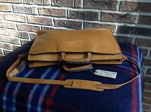VINTAGE-1970-039-s-DISTRESSED-BRITISH-TAN-BASEBALL-GLOVE-LEATHER-MESSENGER-BAG-R-598
