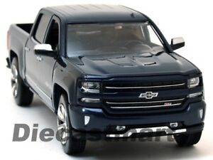 Motormax-79353-1-27-a-2018-Chevy-Silverado-Centenario-100-anos-Edicion-Azul-Nuevo