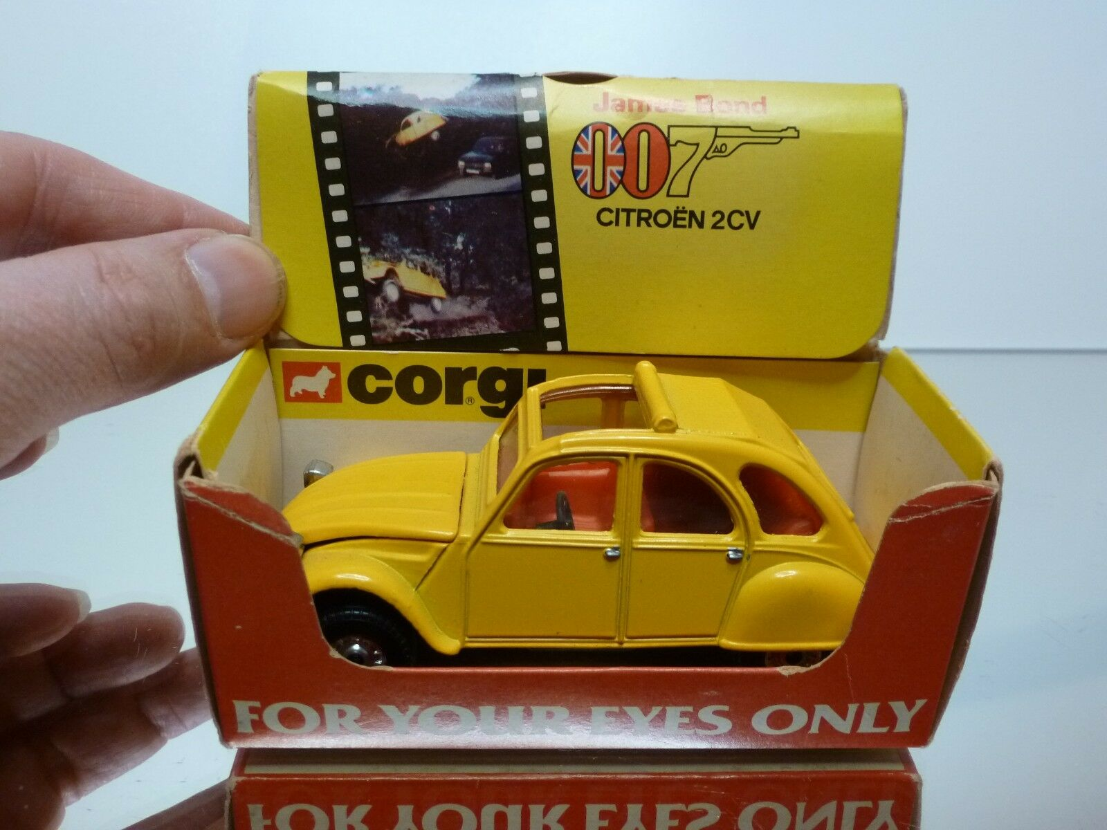 CORGI TOYS CITROEN 2CV JAMES BOND 007 FOR YOUR EYES ONLY - giallo - GOOD IN BOX