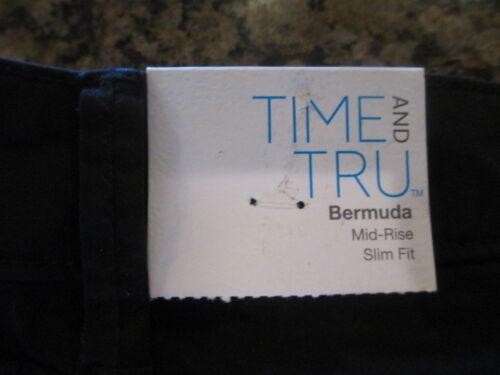 Time And Tru TT Bermuda mid rise slim fit Women/'s 8 Black Soot Shorts NWT New
