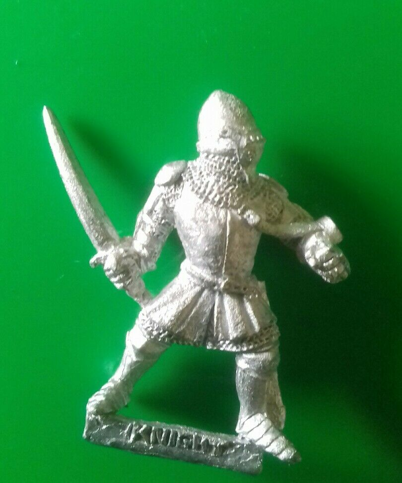 Bretonnian foot knight citadel gw knights 1991 red catalogue sword  visored helm